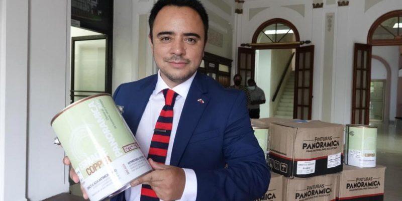 ProChile destaca a empresa de La Araucanía que realiza donación de pintura con nanopartículas de cobre en Panamá
